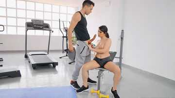 Babe with natural boobies Valentina Nappi gives a blowjob to fitness trainer
