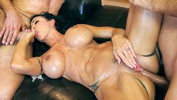 Mature bitch Jewels Jade gets a raunchy hold of two cocks of massage boys