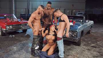 Big-boobied Luna Star with kerchief entertains lowriders by interracial foursome